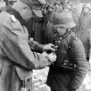 """Pět dní před svou smrtí ocenil Hitler malé """"vojáky"""" - Willi_Hübner_Goebbels_1945_2"""