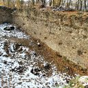 Žijící fosílie a stáda muflonů. Takhle to dnes vypadá v pražském Kunratickém lese - 1024px-Nový_hrad_(Kunratice)