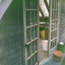 Fotografie z místa činu zůstaly nevyvolané v policejním trezoru – tak zemřel Kurt Cobain - entrance-to-kurt-cobains-greenhouse