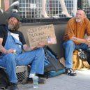 8 bezdomoveckých nápisů, které dokážou vydělat na vodku a cíga - flickr