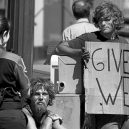 8 bezdomoveckých nápisů, které dokážou vydělat na vodku a cíga - flickrr