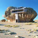 Co se stane, když spojíte pravěk a současnost? Podívejte se na návrh domu postaveného uvnitř skály - rock-house-concept-amey-kandalgaonkar-3