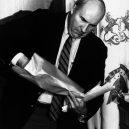 Sebevražda politika Dwyera na tiskové konferenci roku 1987 otřásla Amerikou - budd-dwyer-4