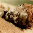 """Prohlédněte si zachovalé ostatky Grauballského muže, přezdívaného také """"mumie z bažin"""" - grauballe-man-with-red-hair"""