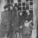 Mladé slovenské Židovky byly prvním oficiálním transportem Židů do Osvětimi - 02-auschwitz-girls