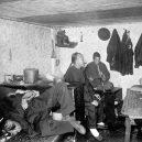 Opium omámilo v 19. století západní svět - 1280px-Interior_chinese_lodging_house,_san_francisco
