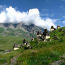 Dargavs – obávaná ruská vesnice mrtvých - dargavs-necropolis-dead-town-north-ossetia-crypts-north-caucasus-mountains