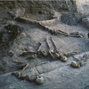 I po smrti nerozlučitelní milenci spočívali v objetí 2800 let - PHOTOGRAPH-OF-DESTRUCTION-VICTIMS-IN-BURNED-BUILDING-II-HASANLU-EXCAVATION-ARCHIVES