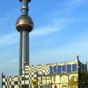 Hundertwasserova spalovna komunálního odpadu ve Vídni 9 - 1200px-District_heating_plant_spittelau_ssw_crop1
