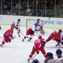 7 důvodů, proč je lepší být hokejistou než fotbalistou - Nagano_1998-Russia_vs_Czech_Republic