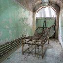 Procházka opuštěnou věznicí – Eastern State Penitentiary - 03_050317_ESPMedicalWing_Carroll.2e16d0ba.fill-735×490