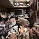 Klec jako domov – nedůstojné klaustrofobické bydlení nejchudších bohatého Hongkongu - 1440 (1)