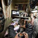 Klec jako domov – nedůstojné klaustrofobické bydlení nejchudších bohatého Hongkongu - 1440