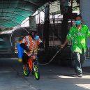Nevinná zábava, nebo týrání zvířat? Na thajskou zoo se po zveřejnění videa s šimpanze v roušce snesla vlna nenávisti - 27212898-8220743-image-m-8_1586944695997