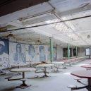 Procházka opuštěnou věznicí – Eastern State Penitentiary - abandoned-institution-dining-room