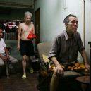 Klec jako domov – nedůstojné klaustrofobické bydlení nejchudších bohatého Hongkongu - common-area