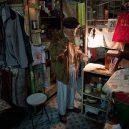 Klec jako domov – nedůstojné klaustrofobické bydlení nejchudších bohatého Hongkongu - drinking-tea