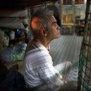 Klec jako domov – nedůstojné klaustrofobické bydlení nejchudších bohatého Hongkongu - feeling-trapped