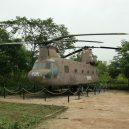 Vojenská základna Khe Sahn byla strategickým místem války ve Vietnamu. Američané jí však zničehonic opustili - Helikoptéra-Boeing-Vertol-Chinook-v-muzeu-na-základně-Khe-Sanh-