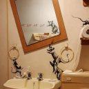 Umění v karanténě – Banksyho poslední dílo vzniklo v jeho koupelně - http___cdn.cnn.com_cnnnext_dam_assets_200416094412-01-banksy-wfh