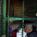 Klec jako domov – nedůstojné klaustrofobické bydlení nejchudších bohatého Hongkongu - lower-level