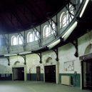 Procházka opuštěnou věznicí – Eastern State Penitentiary - old-prison-abandoned-room