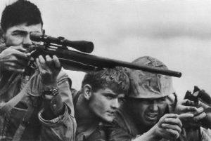 Ostřelovač námořní pěchoty na základně Khe Sanh.