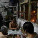 Klec jako domov – nedůstojné klaustrofobické bydlení nejchudších bohatého Hongkongu - playing-game