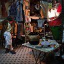 Klec jako domov – nedůstojné klaustrofobické bydlení nejchudších bohatého Hongkongu - settling-in