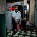 Klec jako domov – nedůstojné klaustrofobické bydlení nejchudších bohatého Hongkongu - shared-hallway