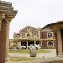 Římské lázně, sportovní hala i socha sv. Jiřího. Prohlédněte si honosnou vilu u Brna, kterou experti označují za neprodejnou - Snímek obrazovky 2020-04-25 v14.02.44
