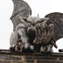 Procházka opuštěnou věznicí – Eastern State Penitentiary - stone-reaching-gargoyle