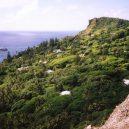 Pitcairnův ostrov – tichomořský ráj s kontroverzní minulostí - 1024px-Adamstown1