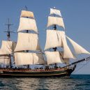Pitcairnův ostrov – tichomořský ráj s kontroverzní minulostí - 1280px-HMS_BOUNTY_II_with_Full_Sails