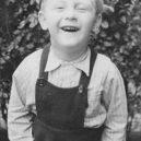 50+ snímků malých dětí, ze kterých vyrostly největší jména rockové hudby - 95216642_10219252423916255_152211338867769344_n