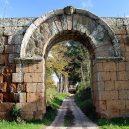 Falerii Novi – kompletní plán antického města vstal virtuálně z mrtvých - 800px-Porta_di_Giove_(Falerii_Novi)_05