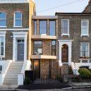 Luxusní The Coach House vyplňuje prostor mezi dvěma viktoriánskými budovami v londýnské čtvrti - coach-house-selencky-parsons-architecture-london-uk_dezeen_1704_hero_a