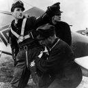 Pátý nejúspěšnější stíhací letec Luftwaffe – Walter Nowotny - 698px-Luftwaffe_training_with_Walter_Nowotny