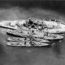Calvin L. Graham – nejmladší americký mariňák druhé světové války - 1024px-USS_South_Dakota_(BB-57)_and_two_destroyers_alongside_of_USS_Prometheus_(AR-3),_in_November_1942_(80-G-36088)