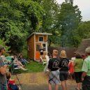 """Žádný bunkr v korunách a stromů, ale """"pořádný"""" dům – teenager ho postavil vlastníma rukama - 1509836364-5"""