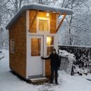 """Žádný bunkr v korunách a stromů, ale """"pořádný"""" dům – teenager ho postavil vlastníma rukama - 3978253-lukethill1"""