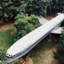 Bizarní bydlení uvnitř vyřazeného Boeingu 727 - August2018DroneImage1