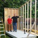 """Žádný bunkr v korunách a stromů, ale """"pořádný"""" dům – teenager ho postavil vlastníma rukama - Facebook-Luke-Thill-1"""