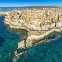 Manželství vykvetlo ze vzkazu z lahve – námořník si vzal mladičkou Italku - italy-syracuse-top-attractions-island-ortigia-foro-italico