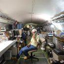 Bizarní bydlení uvnitř vyřazeného Boeingu 727 - old-boeing-727-recycled-plane-home-bruce-campbell-9