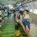 Bizarní bydlení uvnitř vyřazeného Boeingu 727 - retired-boeing-727-recycled-home-bruce-campbell-1