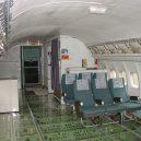 Bizarní bydlení uvnitř vyřazeného Boeingu 727 - retired-boeing-727-recycled-home-bruce-campbell-9
