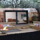 Ze špinavé industriální nádrže v luxusní víkendový domek - landscape-1498246936-tank-conversion-3