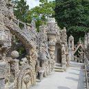 "Bizarní, ale úchvatný ""Le Palais idéal"". Odhodlaný pošťák jej stavil sám po neuvěřitelných 33 let - pebble-castle-sculpture-detail"