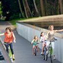 Cyklostezka vedoucí pod hladinou belgického rybníka - preprocessed